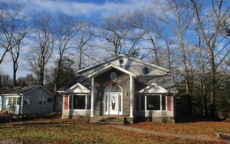 Casa Unifamiliar por un Venta en 30 MAPLE LAKE Road Kinnelon, Nueva Jersey 07405 Estados Unidos