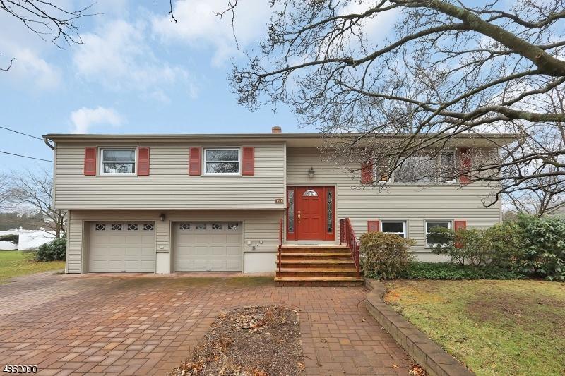 Single Family Home for Sale at 121 CAROL PL 121 CAROL PL Wayne, New Jersey 07470 United States