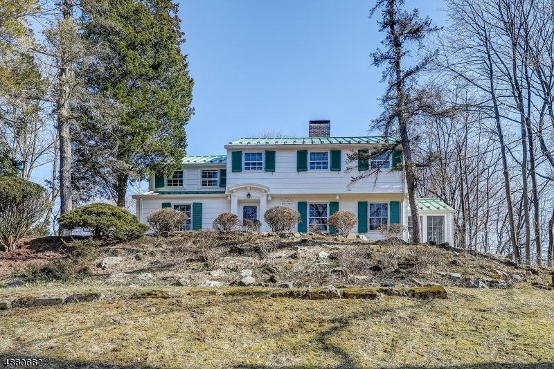 Maison unifamiliale pour l Vente à 11 CLEVELAND Road Caldwell, New Jersey 07006 États-Unis