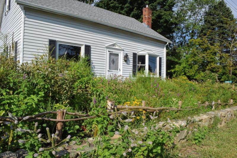 Maison unifamiliale pour l Vente à 5 MARBLE HILL Road Liberty Township, New Jersey 07838 États-Unis