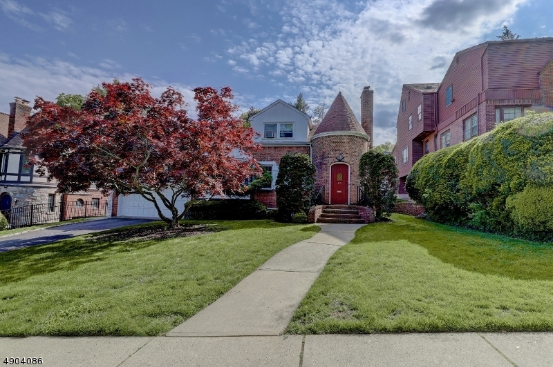 single family homes por un Venta en Clifton, Nueva Jersey 07014 Estados Unidos