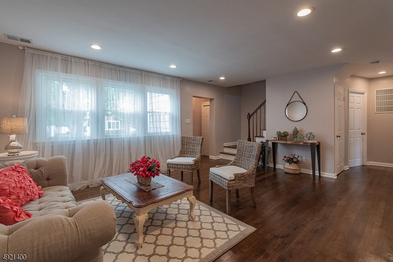 Additional photo for property listing at  Fair Lawn, 新澤西州 07410 美國