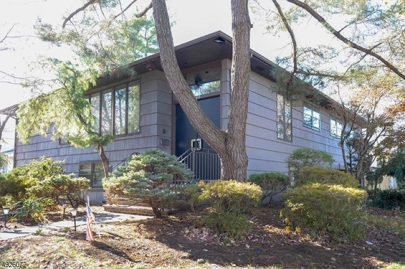 Single Family Homes 為 出售 在 Fair Lawn, 新澤西州 07410 美國