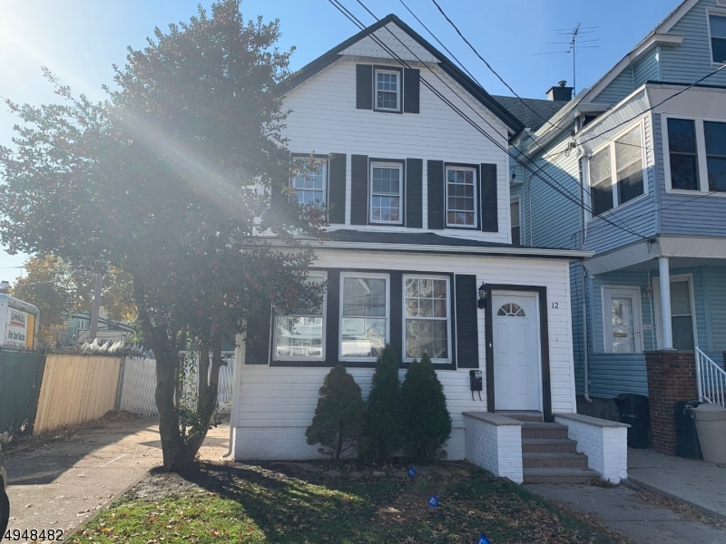 Single Family Homes 為 出售 在 Bayonne, 新澤西州 07002 美國