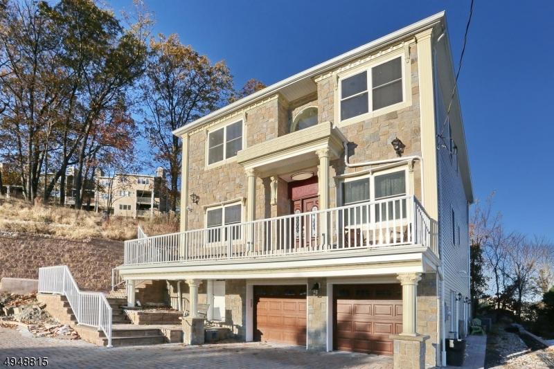 Single Family Homes per Vendita alle ore Haledon, New Jersey 07508 Stati Uniti