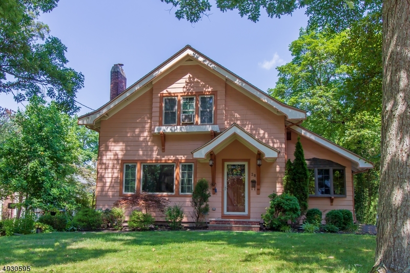 Single Family Homes のために 売買 アット Fanwood, ニュージャージー 07023 アメリカ