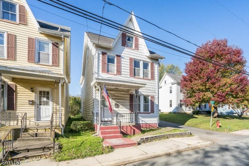 Single Family Homes для того Продажа на Alpha, Нью-Джерси 08865 Соединенные Штаты