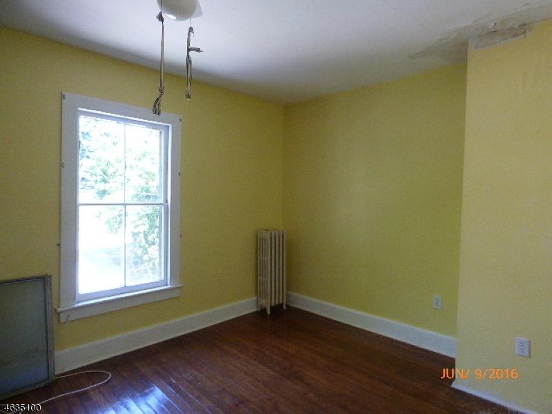 Additional photo for property listing at 29 S Jackson Avenue  Washington, New Jersey 07882 États-Unis
