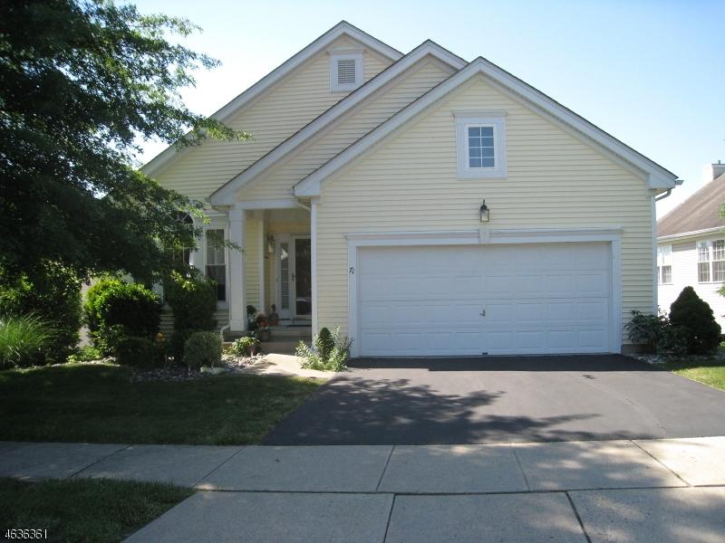 Частный односемейный дом для того Продажа на 71 Kensington Circle Belvidere, 07823 Соединенные Штаты