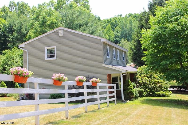 Частный односемейный дом для того Продажа на 31 Courtland Drive Sussex, Нью-Джерси 07461 Соединенные Штаты