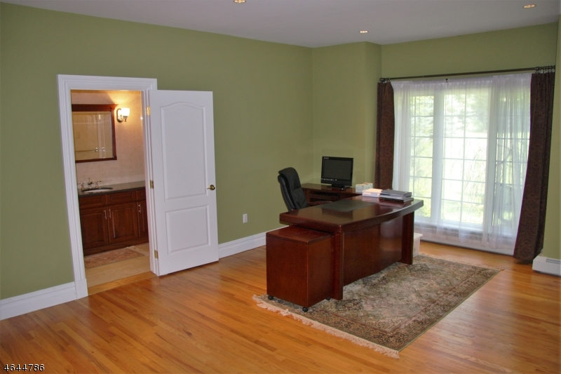 Additional photo for property listing at 75 Seminary Drive  Mahwah, New Jersey 07430 États-Unis