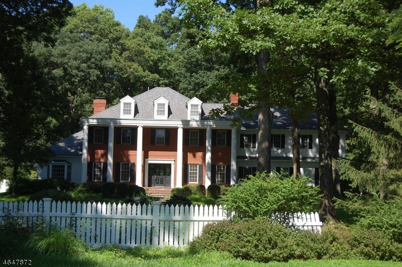 Частный односемейный дом для того Продажа на 51 ROEBLING Road Bernardsville, Нью-Джерси 07924 Соединенные Штаты