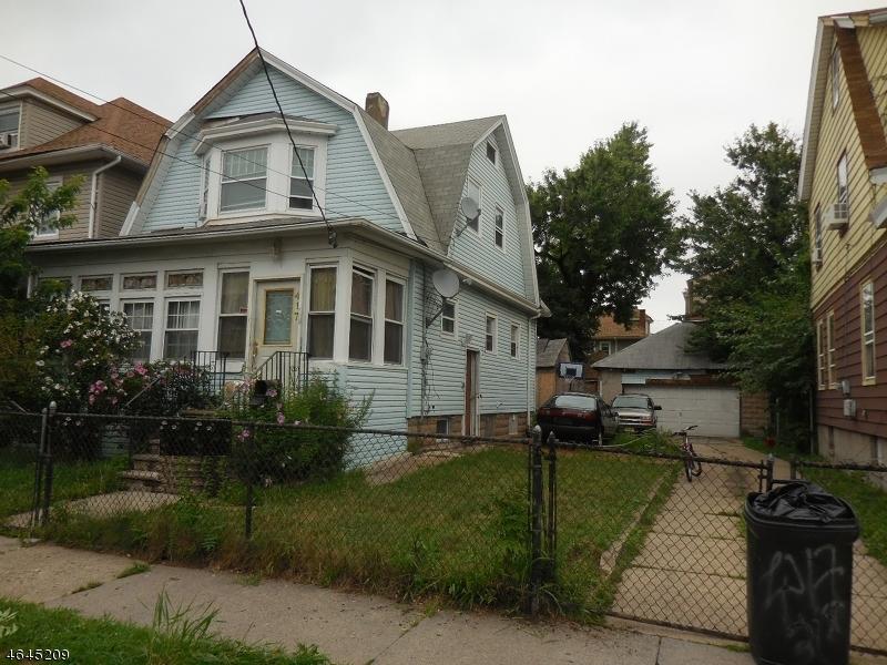 Maison unifamiliale pour l Vente à 417-419 E 31ST Street Paterson, New Jersey 07504 États-Unis