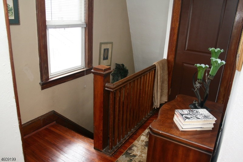 Additional photo for property listing at 131 Raymond Avenue  Nutley, New Jersey 07110 États-Unis