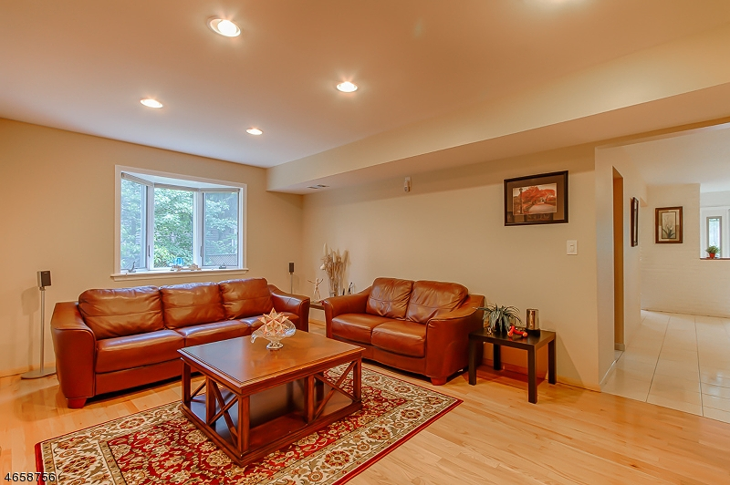 Additional photo for property listing at 15 Driveuid Hill Drive  Parsippany, 新泽西州 07054 美国