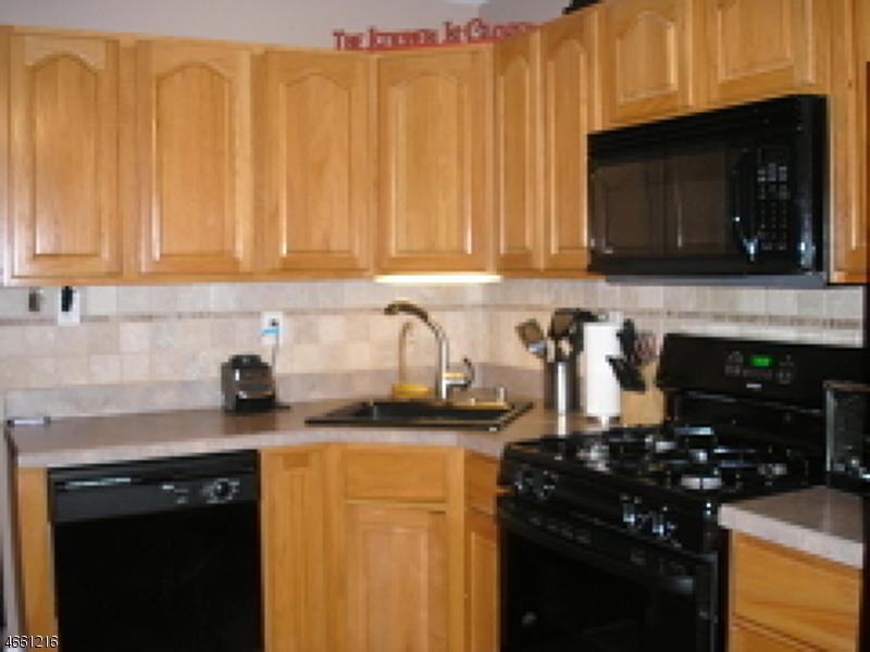 Частный односемейный дом для того Аренда на 13 Spruce Ter Mount Arlington, Нью-Джерси 07856 Соединенные Штаты
