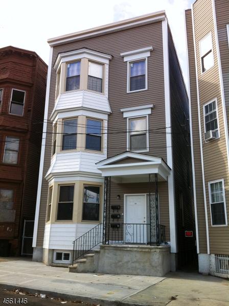 Maison avec plusieurs logements pour l Vente à 235 S 11th Street Newark, New Jersey 07107 États-Unis