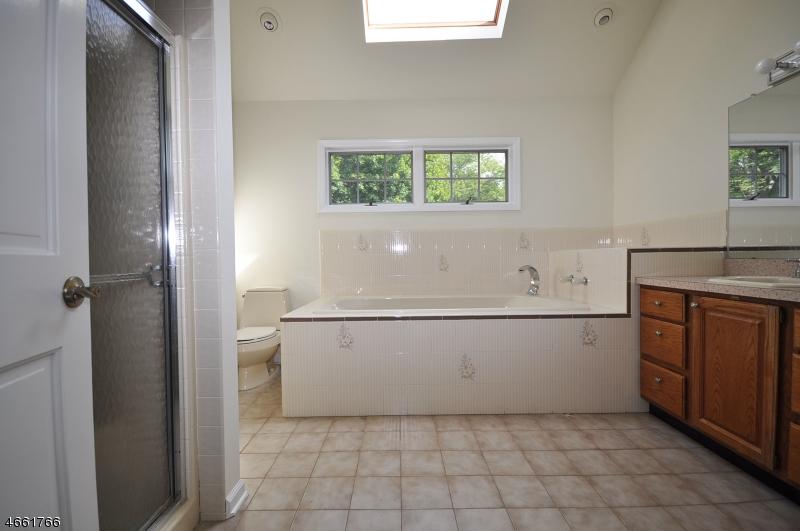Additional photo for property listing at 28 Hoagland Court  Bridgewater, Нью-Джерси 08807 Соединенные Штаты