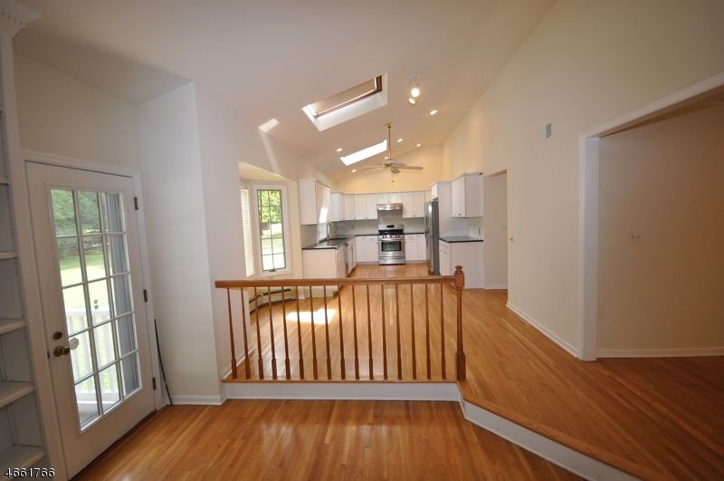 Additional photo for property listing at 28 Hoagland Court  布里奇沃特, 新泽西州 08807 美国