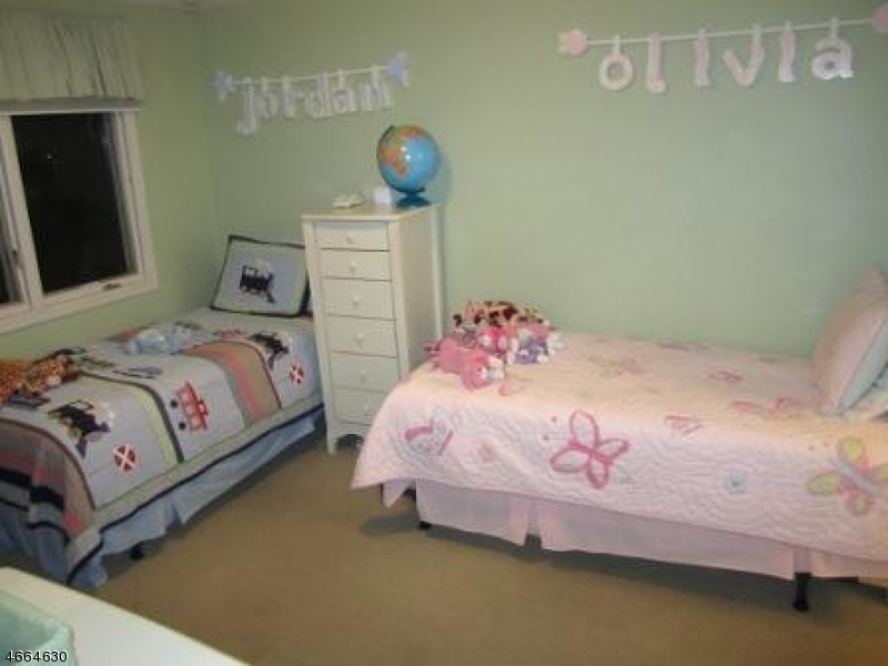 Additional photo for property listing at 14 Davey Drive  West Orange, New Jersey 07052 États-Unis