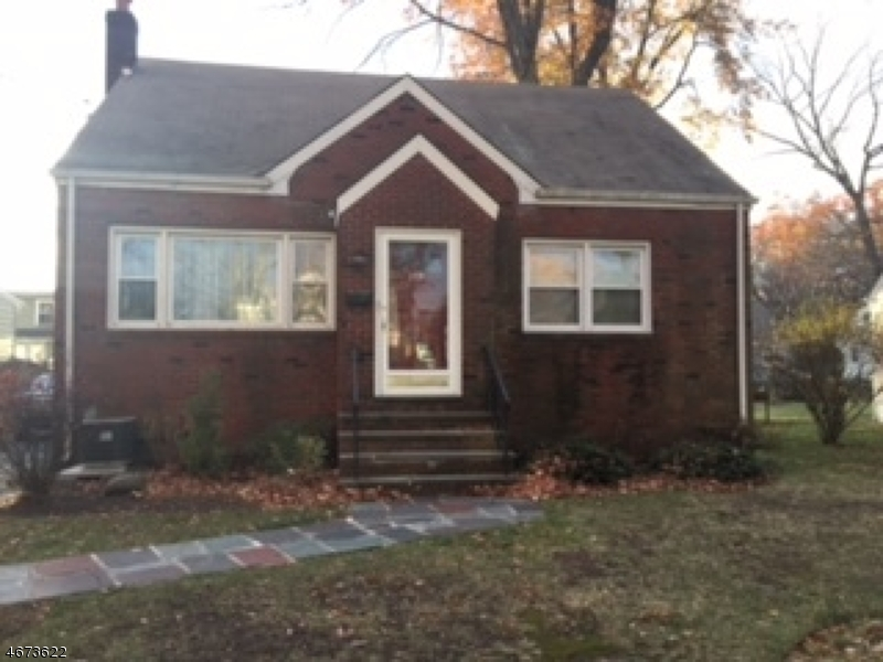 独户住宅 为 销售 在 349 Maplewood Avenue Kenilworth, 07033 美国