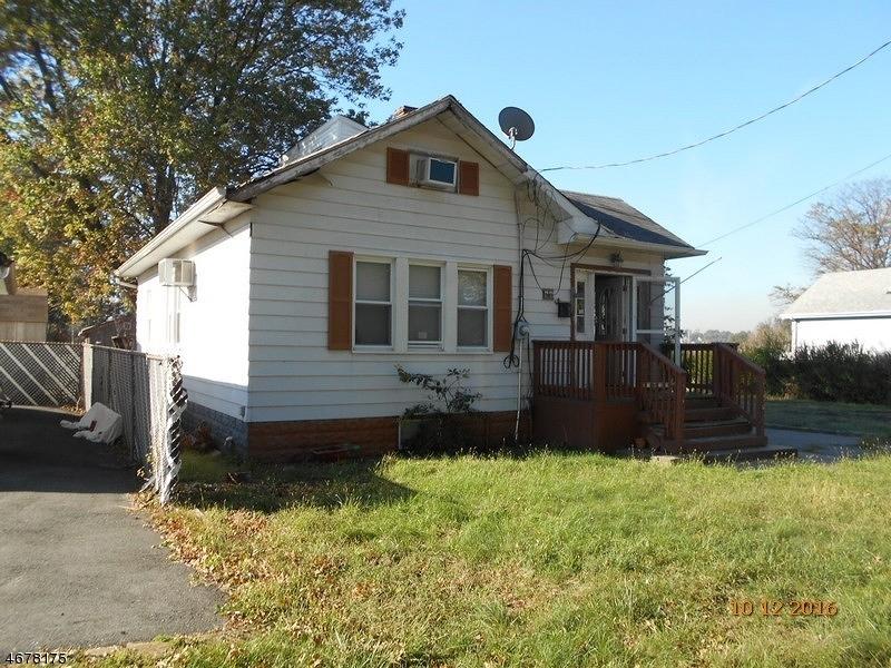Частный односемейный дом для того Продажа на 68 S Robert Street Sewaren, 07077 Соединенные Штаты