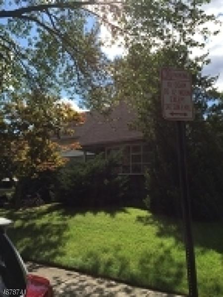 Частный односемейный дом для того Продажа на 566 Gail Court Teaneck, 07666 Соединенные Штаты