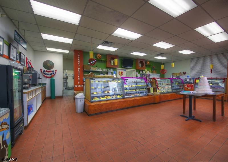 Commercial pour l Vente à 851 Van Houten Avenue Clifton, New Jersey 07013 États-Unis