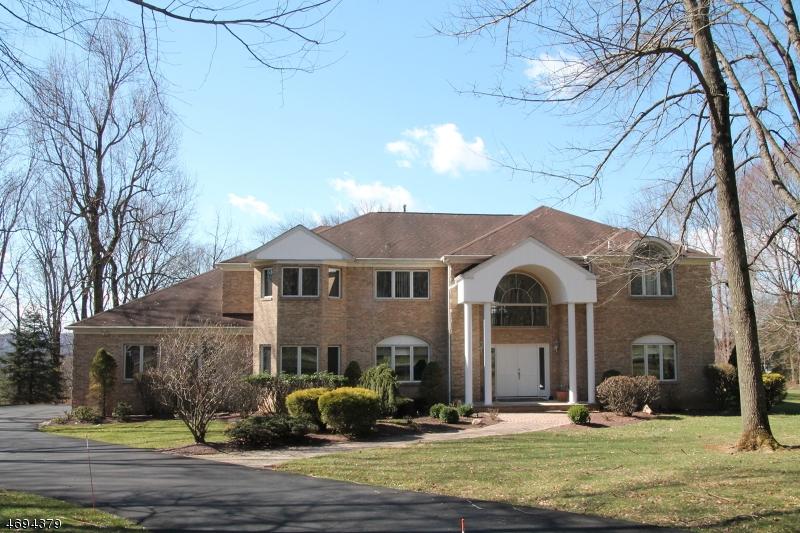 Частный односемейный дом для того Продажа на 22 BLUE CLIFF Drive Clinton, 08833 Соединенные Штаты