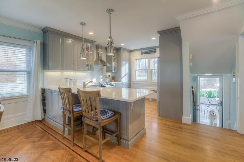 Maison unifamiliale pour l Vente à 16 OAKVIEW Avenue Maplewood, New Jersey 07040 États-Unis
