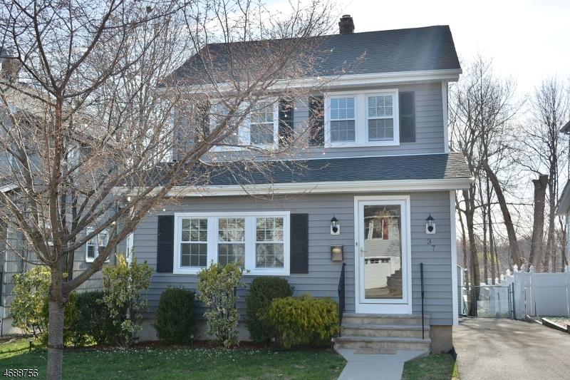 独户住宅 为 销售 在 37 Windsor Road Oradell, 新泽西州 07649 美国
