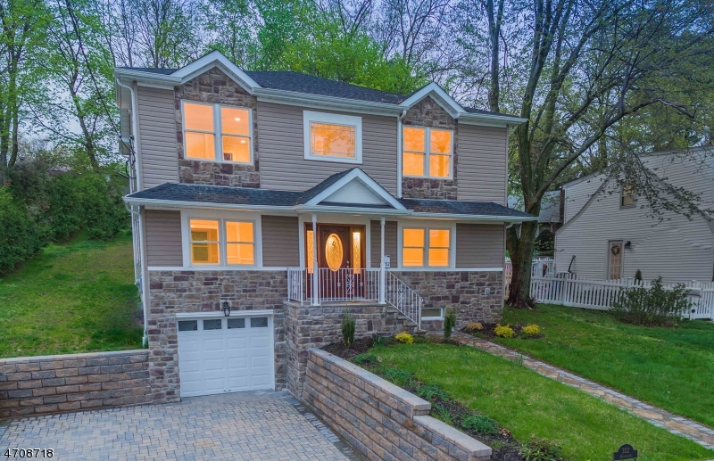 Casa Unifamiliar por un Venta en 352 Boulevard Glen Rock, Nueva Jersey 07452 Estados Unidos