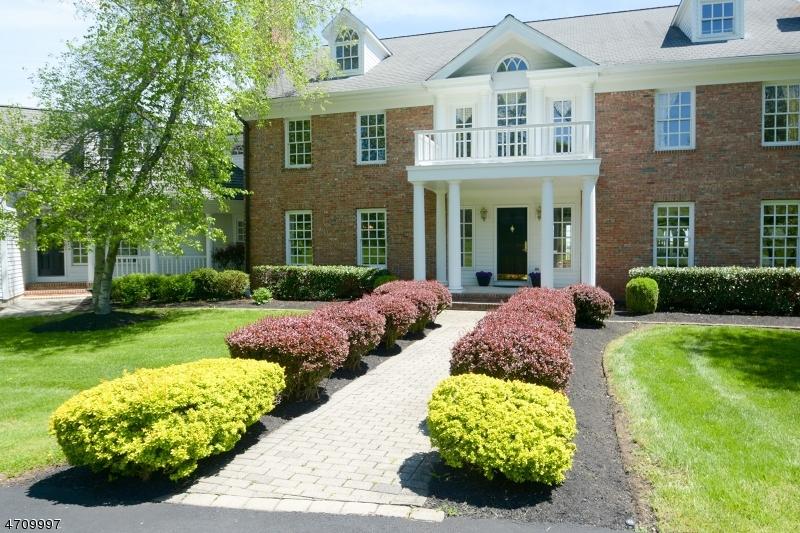 Частный односемейный дом для того Продажа на 7 Hedge Row Xing Tewksbury Township, 08833 Соединенные Штаты
