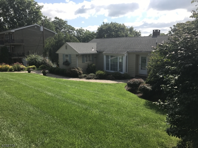 Maison unifamiliale pour l Vente à 69 Newton Avenue Sussex, New Jersey 07461 États-Unis