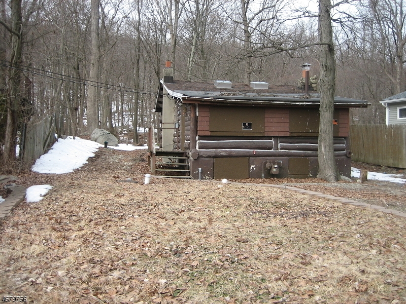 Additional photo for property listing at 31 Setting Sun Trail  West Milford, New Jersey 07480 United States