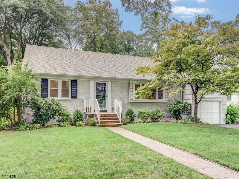 Частный односемейный дом для того Продажа на 38 Chestnut Hill Place Glen Ridge, Нью-Джерси 07028 Соединенные Штаты