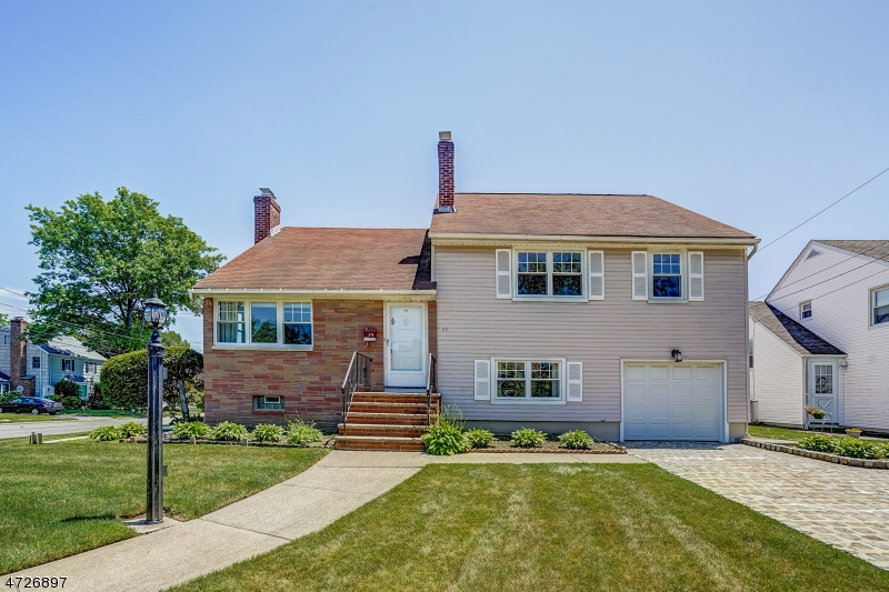 Single Family Home for Sale at 79 Winding Lane 79 Winding Lane Bloomfield, New Jersey 07003 United States