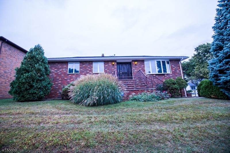 واحد منزل الأسرة للـ Sale في 3 Trella Ter 3 Trella Ter Clifton, New Jersey 07013 United States