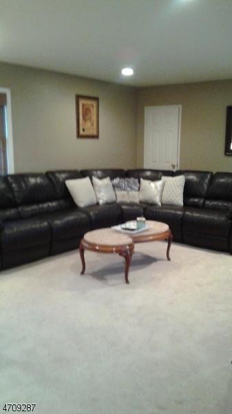 Maison unifamiliale pour l à louer à 7B COLONIAL Drive Little Falls, New Jersey 07424 États-Unis