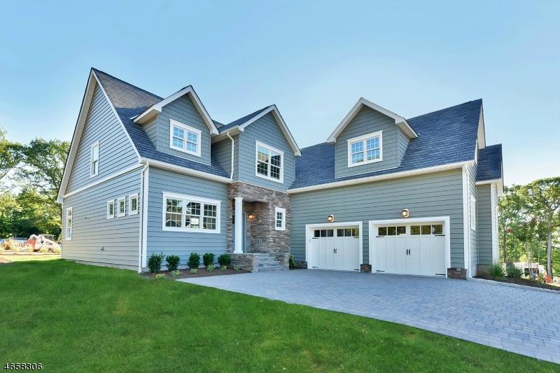 Maison unifamiliale pour l Vente à 30 Mountaintop Ter. Little Falls, New Jersey 07424 États-Unis