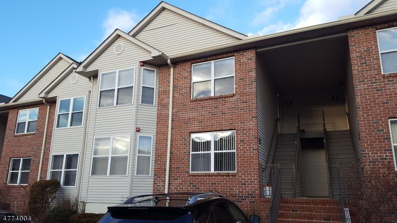 Частный односемейный дом для того Аренда на 4 Ruby Lane East Hanover, Нью-Джерси 07936 Соединенные Штаты
