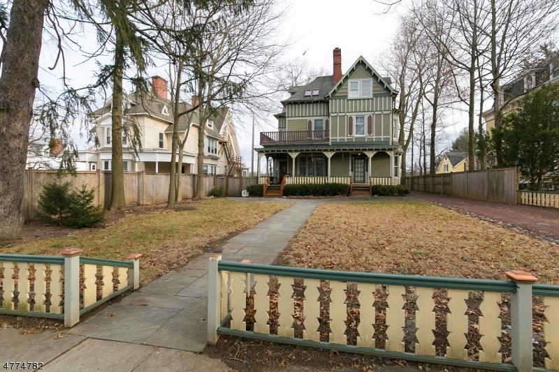 Частный односемейный дом для того Аренда на 23 Franklin Place Morristown, Нью-Джерси 07960 Соединенные Штаты