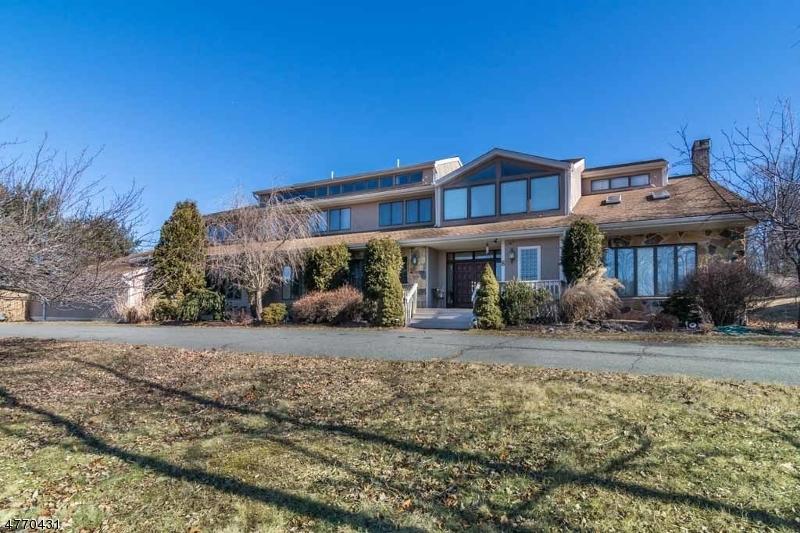 Nhà ở một gia đình vì Bán tại 8 Winding Way 8 Winding Way Chester Township, New Jersey 07930 Hoa KỳTrong/Xung quanh: Chester
