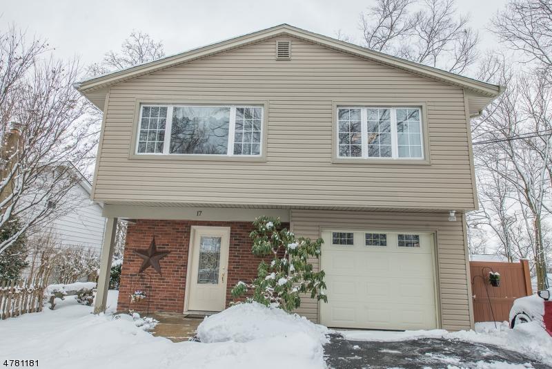 Casa Unifamiliar por un Venta en 17 Hickory Drive Stanhope, Nueva Jersey 07874 Estados Unidos
