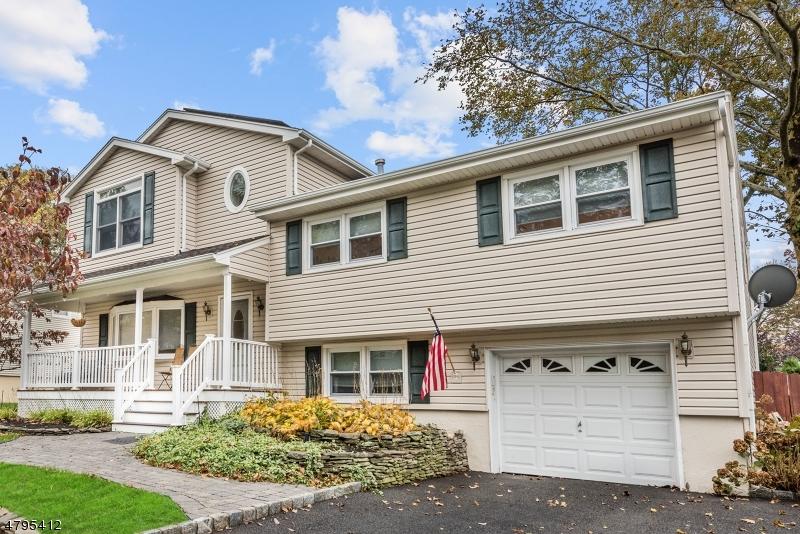 独户住宅 为 销售 在 157 Vivian Avenue 爱默生, 新泽西州 07630 美国