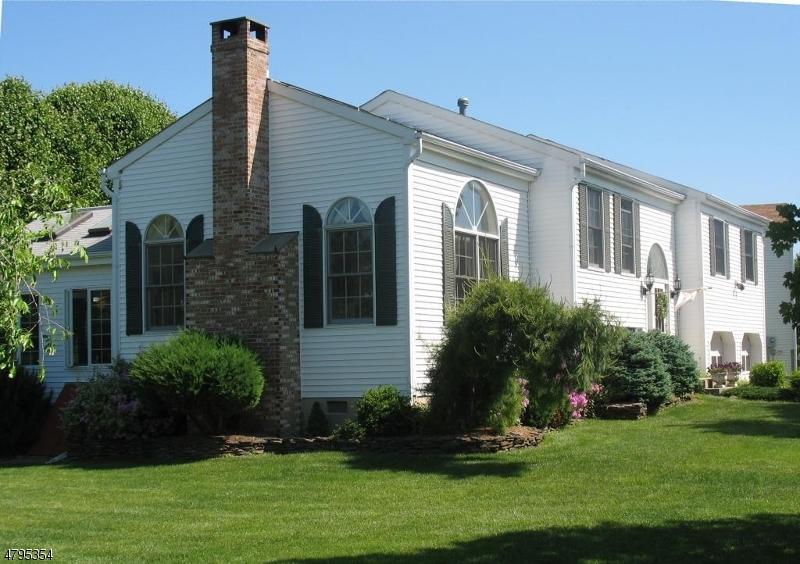 Maison unifamiliale pour l Vente à 935 Liberty Street Belvidere, New Jersey 07823 États-Unis