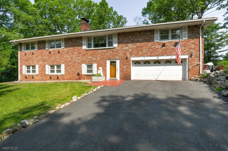 Single Family Home for Sale at 21 BOGUE Drive Bloomingdale, New Jersey 07403 United States