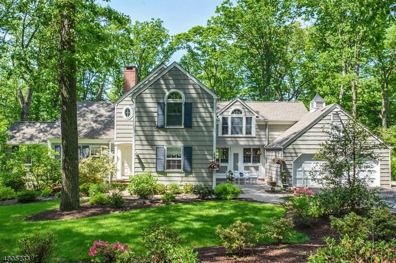 Maison unifamiliale pour l Vente à 46 Winchip Road Berkeley Heights, New Jersey 07901 États-Unis