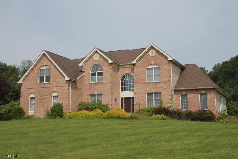 独户住宅 为 销售 在 230 Garrison Court 阿斯伯里, 新泽西州 08802 美国