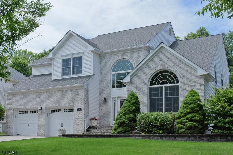 Частный односемейный дом для того Продажа на 30 BAYBURY Court East Hanover, Нью-Джерси 07936 Соединенные Штаты